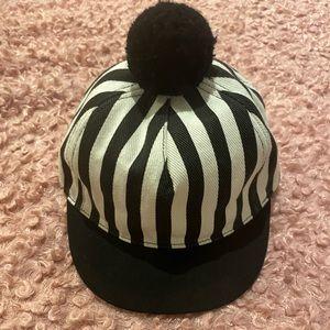 Chic pompom hat